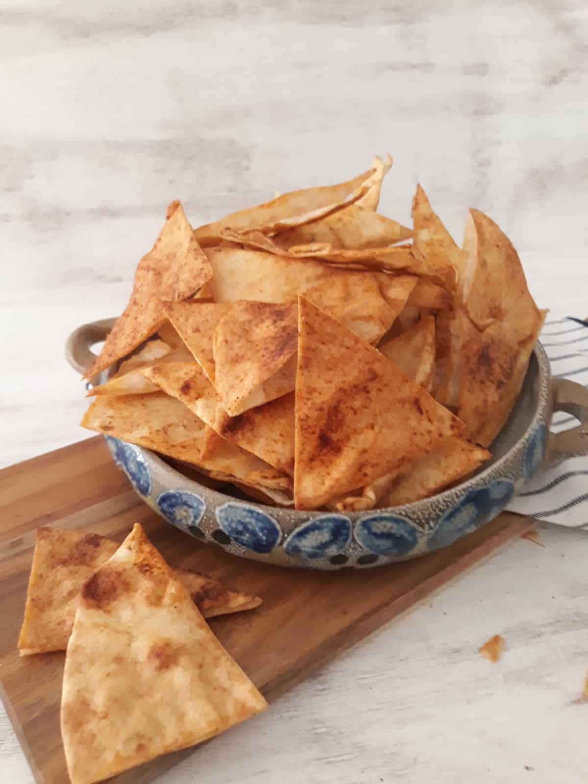 chips de pita en un bol