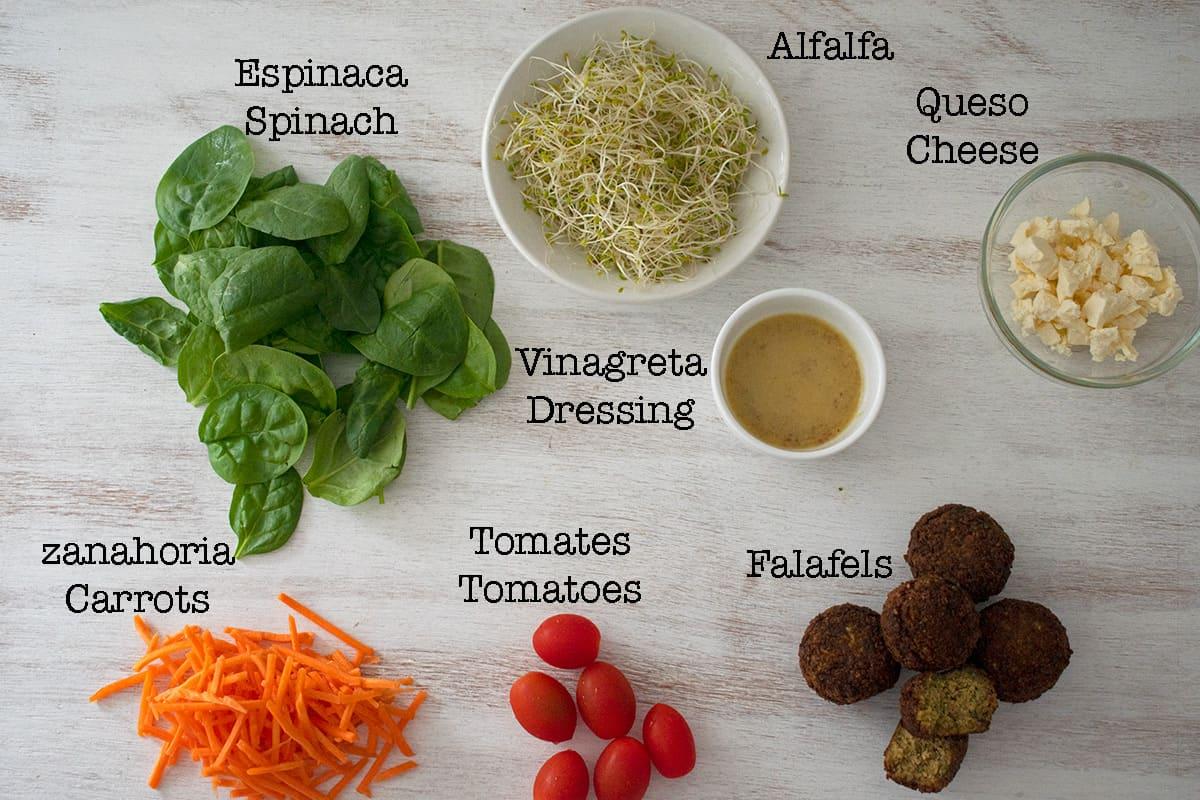 ingredientes para una ensalada de falafels