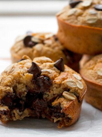 muffins de banana acabados de salir del horno