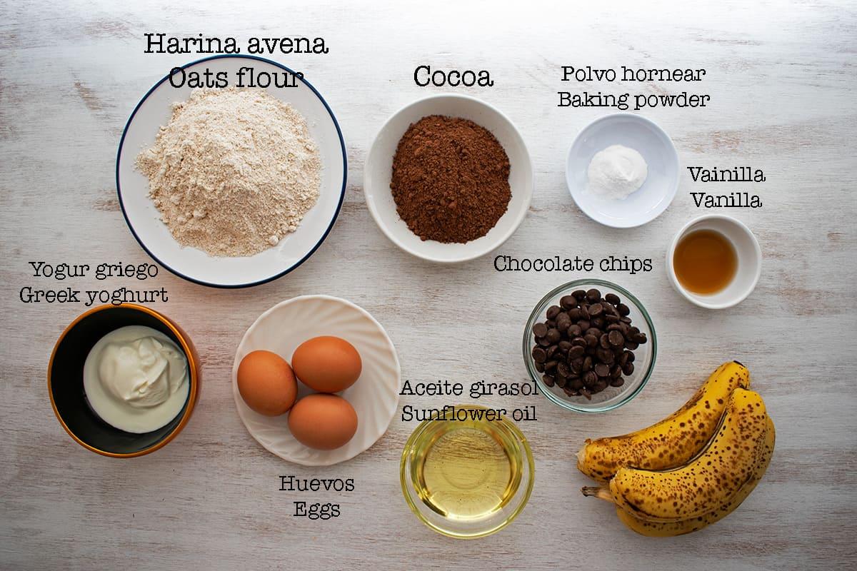 Ingredientes para preparar pan de chocolate y banana sin azúcar