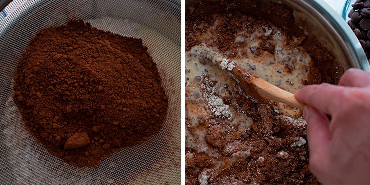 añadiendo cocoa a la mezcla de las bananas y huevos. para preparar torta de banana y cocoa.