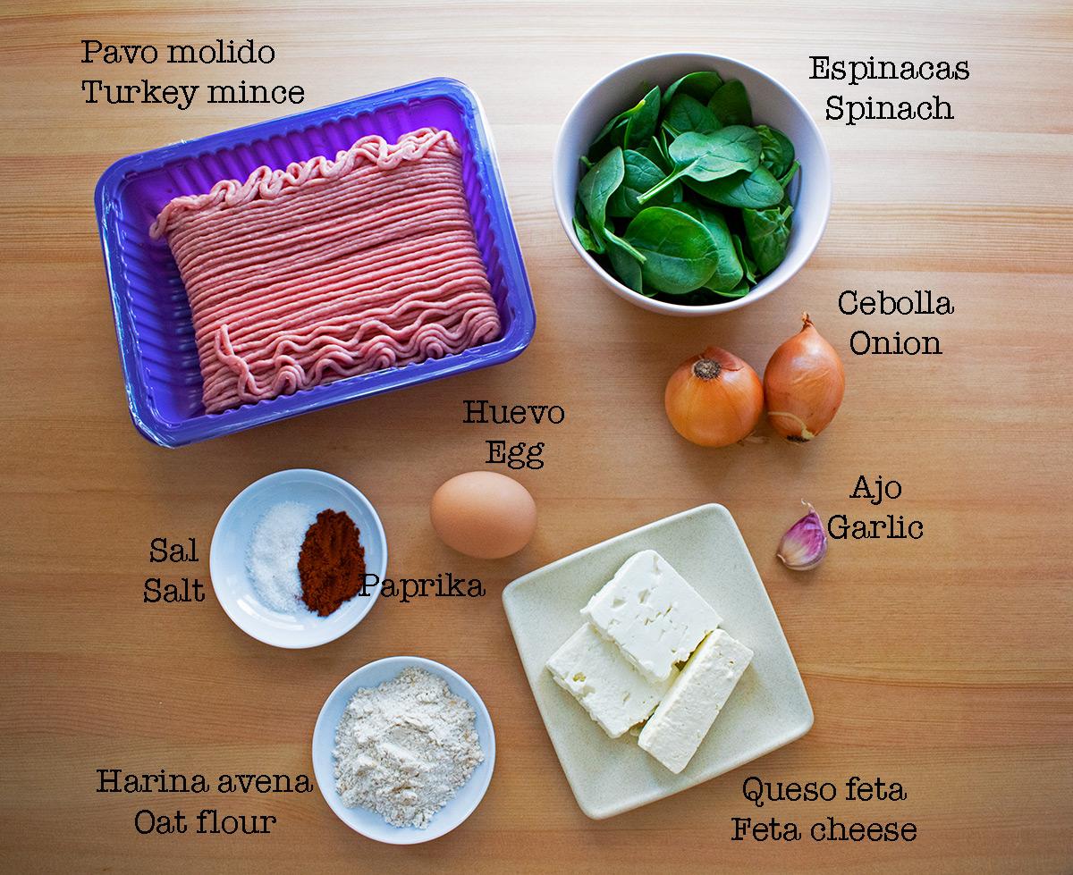 ingredientes para preparar hamburguesas de pavo, espinacas y queso feta